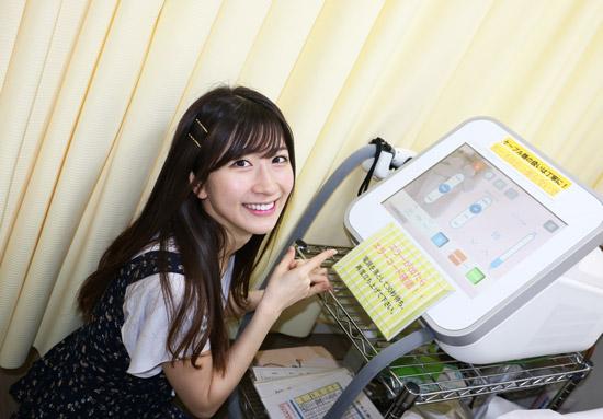 声優の石田晴香さんは、レーザー脱毛の機械にも興味をもたれたようですね。